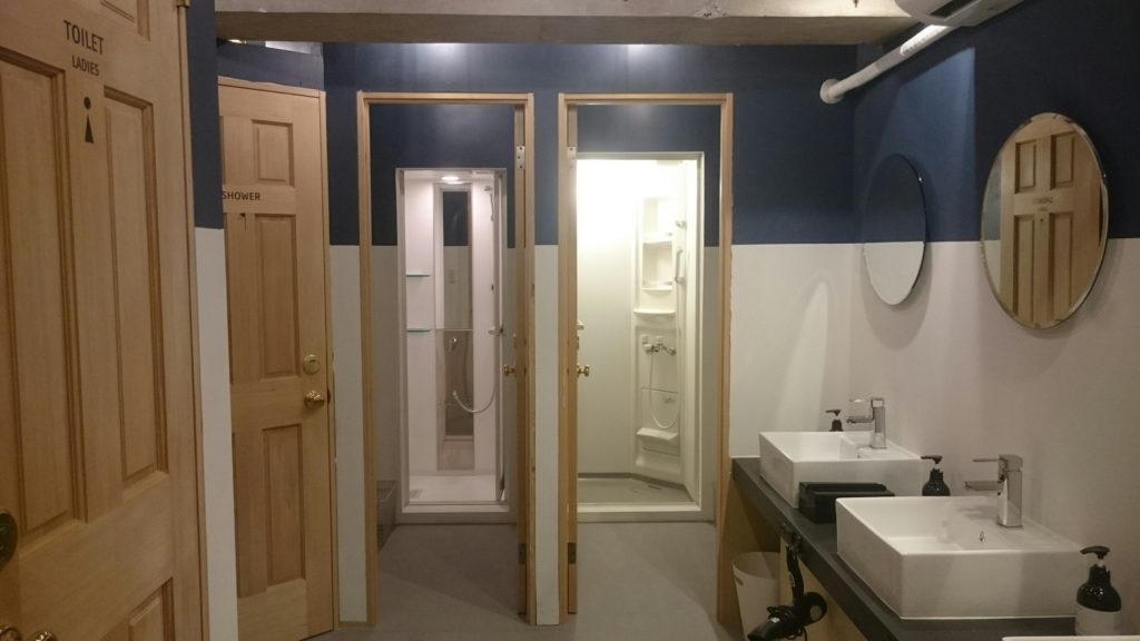 下北沢Hostelのトイレ、バスルーム